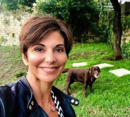Giornalista Sky al parco con i suoi cani
